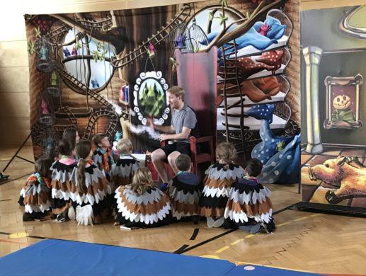 Papageno und die Zauberflöte: große Oper in der Turnhalle