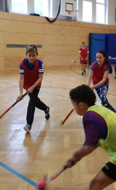Hockey-Schnupperkurs im Sportunterricht